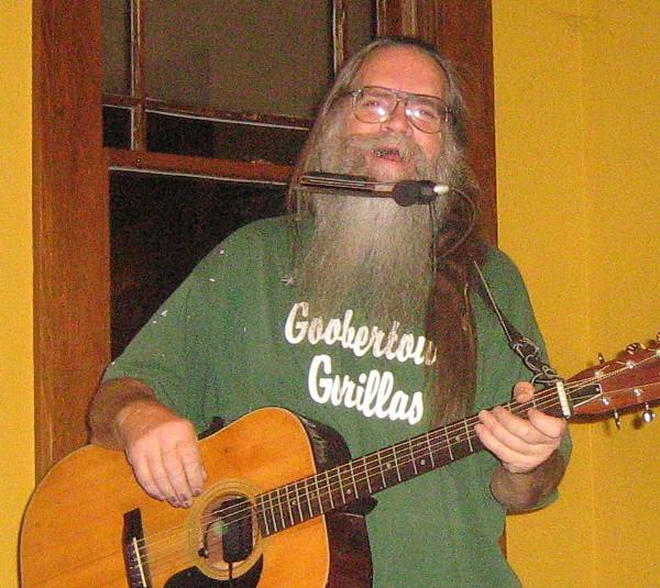 Hairy_Larry_Singing.jpg